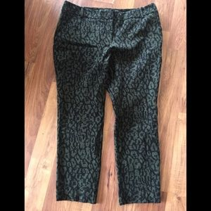 PLUS SIZE green/black leopard cropped ankle pant